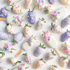 PASTEL UNICORNS & STRAWBERRIES